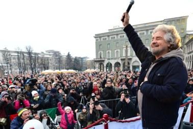 O Μπ. Γκρίλο σε προεκλογική συγκέντρωση στο Μπέργκαμο. Φωτογραφία του  Giuseppe Cace