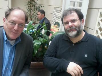 Συνέντευξη με τον Τζ. Κ. Γκαλμπρέιθ (αριστερά),Αθήνα, 10 Μαρτίου 2013