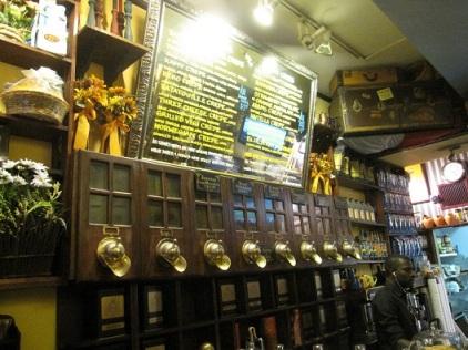 ΚΕΚΟ Café. Φωτογραφία της Molly Galler, από το μπλογκ popbopshop.blogspot.fr
