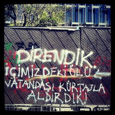 """Τοίχος στην Τουρκία: """"Αντισταθήκαμε. Κάναμε έκτρωση στον νεκρό πολίτη μέσα μας"""""""