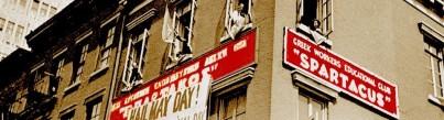 Τα γραφεία του Σπάρτακου, του Ελληνικού Εργατικού Εκπαιδευτικού Συνδέσμου, στη Νέα Υόρκη (8η Λεωφόρος και 25 δρόμοι) την Πρωτομαγιά του 1934.