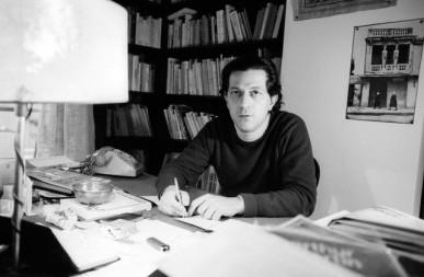 Ο Νίκος Πουλαντζάς σπίτι του στο Παρίσι, 20.1.1978. Φωτογραφία της Sophie Bassouls
