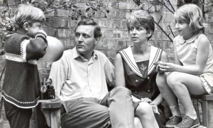 Ο Τ. Μπεν με την οικογένειά του, δεκαετία 1960