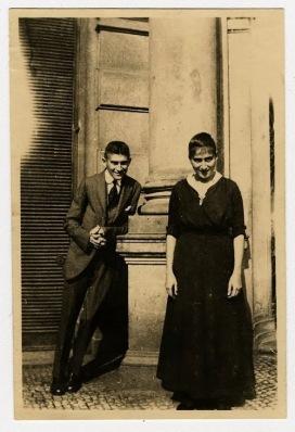 Ο Φραντς Κάφκα, με την αδελφή του, Όττλα