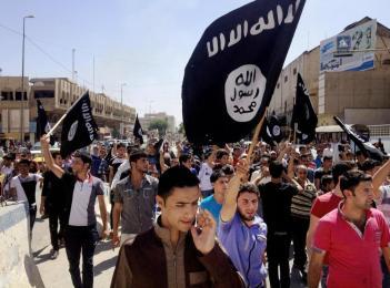 Διαδήλωση  υπέρ της οργάνωσης «Ισλαμικό Kράτος του Ιράκ και της Εγγύς Ανατολής» στη Μοσούλη (Ιούνιος 2014)