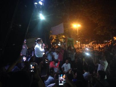 O Ντεμιρτάς απαντάει σε ερωτήσεις του κόσμου στο πάρκο Γιογουρττσού της Κωνσταντινούπολης (σ'αυτό το πάρκο γινόταν κι ένα απ'τα πιο δραστήρια φόρα κατά τη διάρκεια του Γκεζί