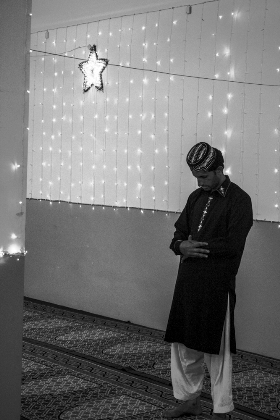Υπόγειο τζαμί στο Περιστέρι, Μάιος 2014. Φωτογραφία της Αλεξίας Γιακουμπίνη.