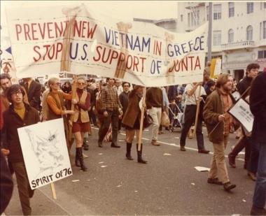 Διαδήλωση κατά της χούντας, στην Αμε- ρική (ΑΣΚΙ).