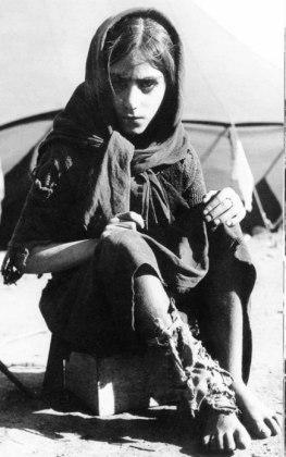Koρίτσι σε καταυλισμό προσφύγων στα Γιάννενα, Ιούνιος 1949.