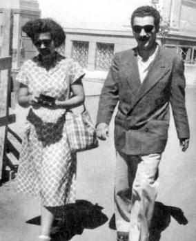 Με τη γυναίκα του Τασούλα, στο Μουσείο, το 1957.