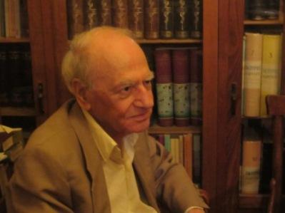 Ο Σπύρος Ασδραχάς, στο σπίτι του, στη Νέα Σμύρνη, 14.11.2014. Φωτογραφία της Αγγελικής Χριστοδούλου