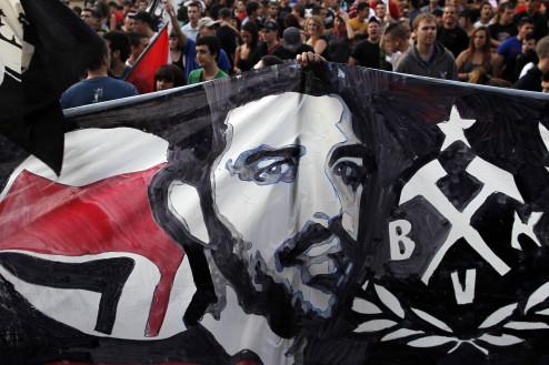 Μαδρίτη, έξω από την ελληνική πρεσβεία, 20.9.2013. Πορεία διαμαρτυρίας για τη δολοφονία του Παύλου Φύσσα