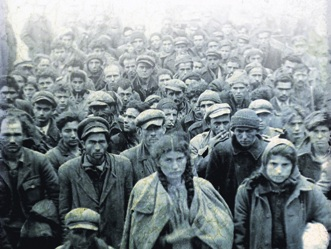 Αιχμάλωτοι αντάρτες και αντάρτισσες στη Θεσσαλονίκη, μετά τη μάχη του Λαγκαδά, Φεβρουάριος 1948 (Διεύθυνση Ιστορίας Στρατού· η εικόνα από το εξώφυλλο του βιβλίου)