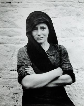 Γυναίκα του Δίστομου. Φωτογραφία του Ντμίτρι Κέσσελ, 1944