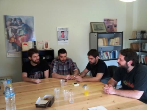 Nίκος Θεοδωρόπουλος, Νίκος Σταματίνης, Χρήστος Τριανταφύλλου και Μάνος Αυγερίδης στο εντευκτήριον των «Ενθεμάτων»