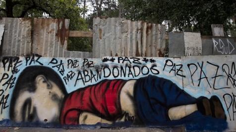 Γκράφιτι με τον Αϋλάν, στη Σοροκάμπα της Βραζιλίας, 5 Σεπτεμβρίου 2015. Φωτογραφία: Nelson Almeida/AFP