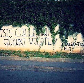 Οι Iταλοί περιπαίζουν τους τζιχαντιστές: «ISIS, [ξύλο] με τα χέρια, όποτε θέλετε» (από το twitter της Silvia Cirocchi)
