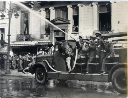 Eπέμβαση της αστυνομίας σε διαδήλωση για το κυπριακό (14-12-1954) Πηγή: AΣΚΙ