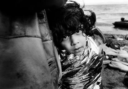 Λέσβος, Οκτώβριος 2015. Φωτογραφία του Giles Duley για την Ύπατη Αρμοστεία του ΟΗΕ για τους Πρόσφυγες (Πηγή: www.legacyofwar.com)