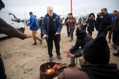 O Κόρμπιν στο στρατόπεδο προσφύγων στο Καλαί