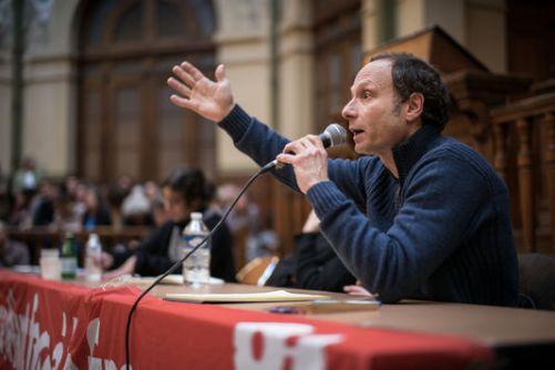 Ο Φρεντερίκ Λορντόν μιλάει στη la Bourse du travail, à Paris, le 12.4. 2016. Φωτό: Stephane Burlot/hanslucas